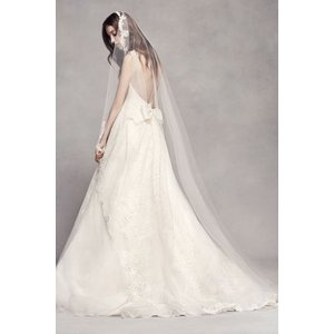 Scalloped Lace Edge Cathedral Veil  細長いレースは、古典的に美し...