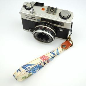 【和柄カメラハンドストラップ!】【1白青】 アンティーク着物の柄がレトロな和柄カメラストラップ!|studio-ichi