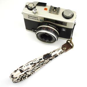 【和柄カメラハンドストラップ!】【15白黒家】アンティーク着物の柄がレトロな和柄カメラストラップ!|studio-ichi