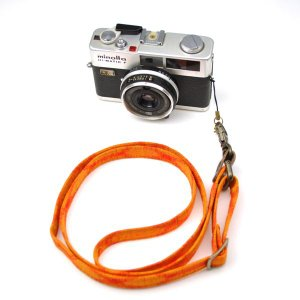 【敬老の日 ギフト】 和柄ネックストラップ!8橙 アンティーク着物で製作したレトロなカメラストラップ!|studio-ichi