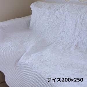 スタイルロココ ホワイトキルトシリーズ♪♪ 【アラベスク柄・キルティングスロー 200×250】 キルティング マルチカバー キルティングラグ 敷物 布製 フレンチカントリー シャビーシック 綿100%