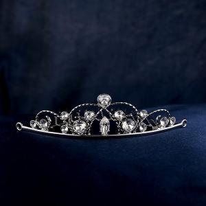 ウェディングティアラ スワロフスキークリスタル パール ブライダルヘアー ロジウム仕上げ ヘアアクセサリー 結婚式 披露宴 人気|suehiro