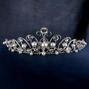 ウェディングクラウン スワロフスキークリスタル ティアラ ブライダルヘアー ロジウム仕上げ ヘアアクセサリー 結婚式 披露宴 プリンセス 女王|suehiro