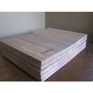 乾燥材 通常は杉の丸太を製材して水分が多く含まれた湿った状態で販売されているものが多く、少し置いてお...