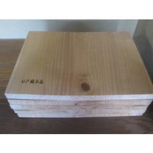 銘木屋が販売する試割板のこだわり 乾燥材  通常は杉の丸太を製材して水分が多く含まれた湿った状態で販...