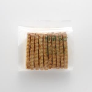 国産小麦粉をベースに、国産有機のレモン、ゆず、甘夏のピールをジャムにして贅沢に練りこみました。3種の...