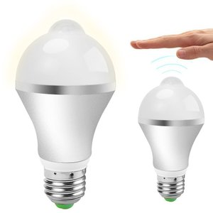 LED電球 E26 7W ひとセンサー 自動点灯 人感センサー LED電球 7W 電球色   40W相当 680lm 口金E26