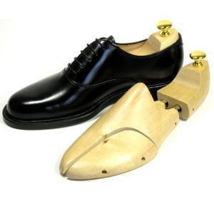 高級靴にマッチする木型で開発された廉価版のシュートゥリーです。 本体の木製部分は丈夫で吸湿性に優れた...