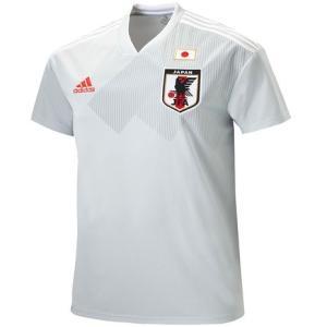 ●日本代表チームのレジェンドたちが着用していたアイコニックなユニフォームデザインから着想を得て、モダ...