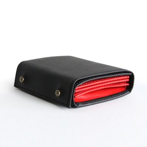 コンパクトな財布 m+ エムピウMILLEFOGLIE2 オールレザー 27 ブラックxレッド|surouweb