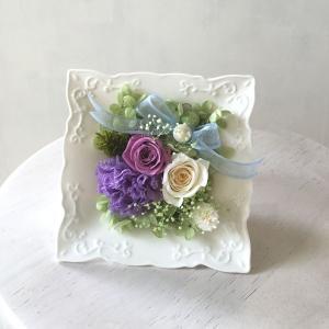 【送料無料】プリザーブドフラワー オリジナルアレンジ 紫・白系 (器・スクエアタイプ) surprise-flower