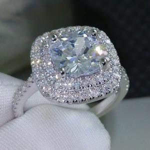 商品名:CZダイヤモンドリング スクエアダイヤ二重取り巻きエンゲージリング キュービックジルコニア ...