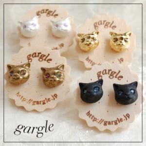 gargle/ガーグル CATS 目に石が入れられた印象的なネコモチーフのピアス チタンポストメール...