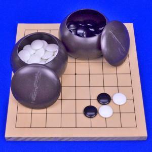 ■囲碁盤:9路囲碁盤 新桂 ・囲碁盤の材質:木製 新桂材(アガチス材) ・囲碁盤のサイズ  天面横幅...
