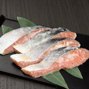 グルメ 冷凍食品 業務用 銀鮭切身粕漬 (骨無し) 70g×5切入 12083 弁当 冷凍 簡単調理 焼魚 魚 食材 魚介 シーフード|syokusai-netcom