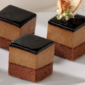 冷凍食品 業務用 カット済ケーキレアーチョコ 367g    お弁当 クーベルチュールチョコレート カット済 バイキング パーティ 洋菓子 デザート|syokusai-netcom