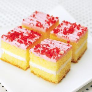 冷凍食品 業務用 シートケーキ54 いちご 1シート    お弁当 バイキング パーティー 洋菓子 ケーキ|syokusai-netcom