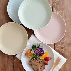 商品説明 縁のフリル模様が女性的な雰囲気の当店オリジナル食器です。 直径約22cmのサイズはパスタ皿...