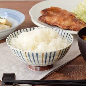 和の定番、十草模様が描かれた大きめサイズのお茶碗。男性用のご飯茶碗としてオススメです。 卵かけご飯や...