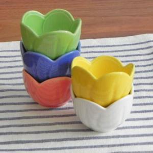 和食器 小鉢 梅の花 アウトレット カラフル食器 ミニボウル 珍味入れ 小付 おしゃれ 花型 花型 黄色 白 緑 ピンク 青 ブルー ホワイト イエロー グリーン|t-east