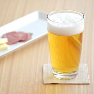 シンプルでプレーンなグラス。約440ccと大容量サイズでビールやサワー、焼酎などのお酒のグラスとして...