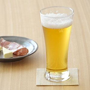 スタイリッシュなデザインが特徴的なピルスナーグラス。クリアなガラス製なので、注いだビールの色を生かし...