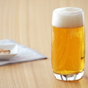 商品説明   ハイボール用のグラス。 飲み口に向かってすぼまった形は、飲む際に氷が飛び出ることなくス...