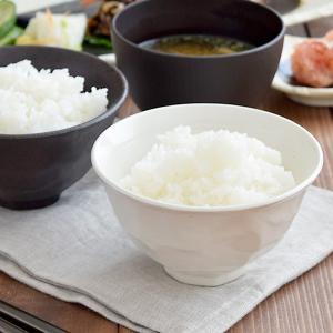 商品説明 側面が面取りされたデザインが特徴的なお茶碗です。 一見シンプルに見えて、個性のある形のご飯...