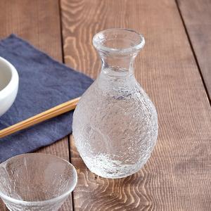 商品説明 岩のような凹凸がおしゃれな模様のガラス徳利。 風流な酒器で、いつもの日本酒をもっと美味しく...