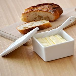 バターケース ハーフ ホワイト LOLO キッチングッズ バター入れ 100gバター用 保存容器 キッチン雑貨 バターケース シンプル かわいい おしゃれ|t-east