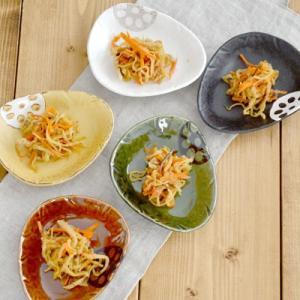 小皿 和食器 蓮根 三角  お皿 醤油皿 菓子皿 和皿 日本製 美濃焼 取り皿 野菜柄 おしゃれ かわいい おもてなし おうちごはん|t-east