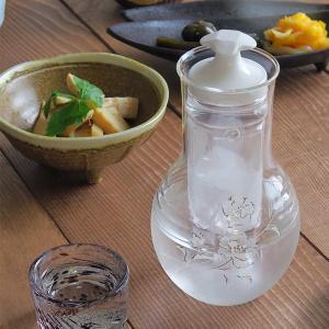 商品説明 冷えた日本酒が楽しめるガラス製の冷酒器。 上品なカーネーションが描かれており、女性も使いや...