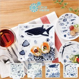 食パンがすっぽり入るサイズの正角皿です。 ご飯派のご家庭にも鮭の切り身と付け合わせなどをワンプレート...