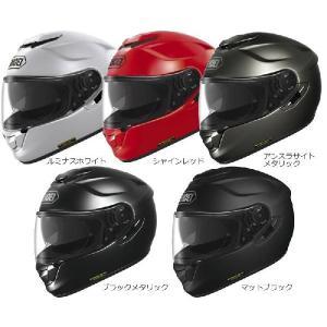 SHOEIフルフェイスヘルメットとしては初めての採用となった開閉式インナーサンバイザーには、インジェ...