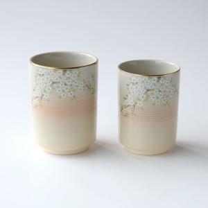 優しい表情の生地に咲く白い花。 人気シリーズの夫婦湯呑です。 品番 2000090 素材 陶器 サイ...