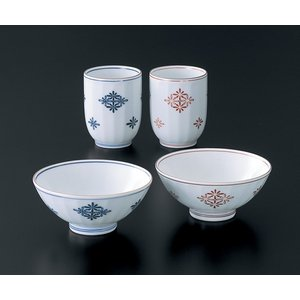 中国故事の菊水を飲むと長寿、にちなみ 菊を菱形に配し、面取りで持ちやすい形にしました。  サイズ 茶...