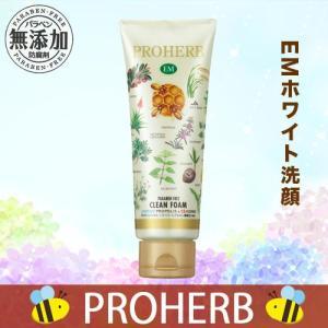 ホイップのようなキメ細かい泡立ちの洗顔クリームです。 植物由来の保湿成分がうるおいを与え、しっとり感...