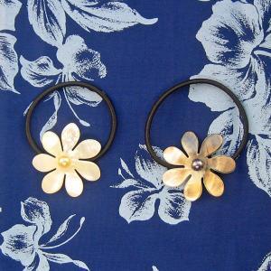 ヘアアクセサリー シェル付きヘアゴム ティアレB ブラックとイエローホワイト タヒチの国花|tahiti-surf