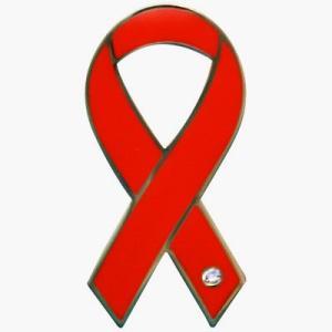 リボンピンバッジ レッドリボン エイズ HIV 患者 とその家族への理解 バッチ メール便で 送料無料 バッチ ラペルピン ブローチ チャリティー|tahiti-surf