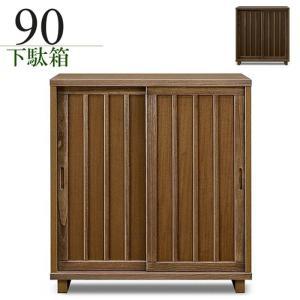 桐材を採用した和風下駄箱です。戸の開閉に場所をとらない引き戸タイプ。湿気のこもりにくい脚付き仕様で安...