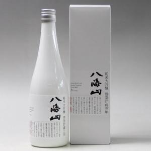 八海山の地元、新潟県南魚沼市よりお届けいたします。  八海山「魚沼の里」内の雪室にて雪中貯蔵庫内熟成...