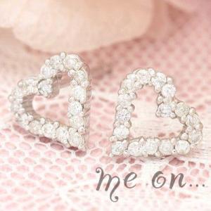 【me on...】16粒のダイヤが光るシンプルリュクス☆18金(18K)ホワイトゴールド・ダイヤモンドオープンハートラインパヴェピアス|taiyodo