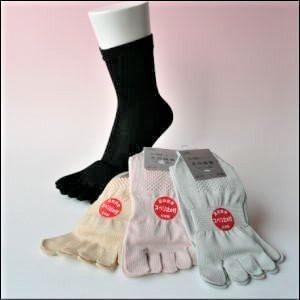 【同色4足組】 綿100 抗菌 防臭 加工 5本指靴下 薄手 滑り止め付き 23〜25cm 346-4p |taiyounitto