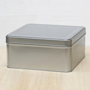 お煎餅屋さん御用達の1/3斗缶です。 積み重ねができるので、小スペースで小物を保管できます。 雑誌で...
