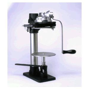 食缶/缶詰缶の1号缶を、手動で巻き締めできる機械となります。