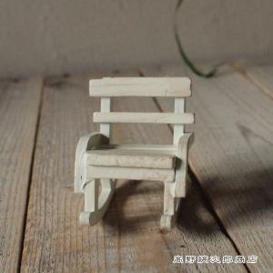 ちいさな木製家具。 ネコの置物と一緒にそろえて 小さな猫の世界を。 物語が広がります。  アウトレッ...