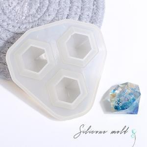 ダイヤモンド形のシリコンモールドです♪        口が広くて、やわらかい素材なのでモチーフが取り...
