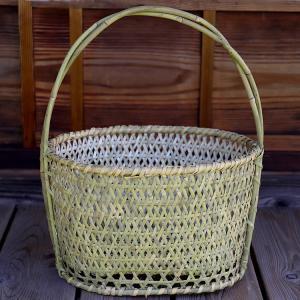 根曲竹ダ円手提げ籠は、とても丈夫な根曲竹でできた味のあるだ円かごです。お買い物かごによし、台所で野菜...