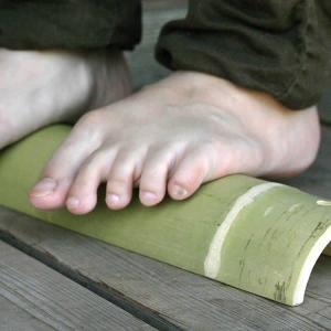 【国産】足先の冷え性対策にダイエット効果、メタボ防止効果にも足裏のツボを気持ちよく刺激毎日手軽な健康法〜♪青竹踏み|taketora