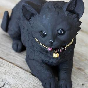 チャーミングな、竹炭のふせ猫ちゃん|taketora